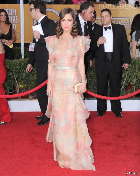 Rose Byrne aux SAG Awards 2013 porte une robe Valentino.