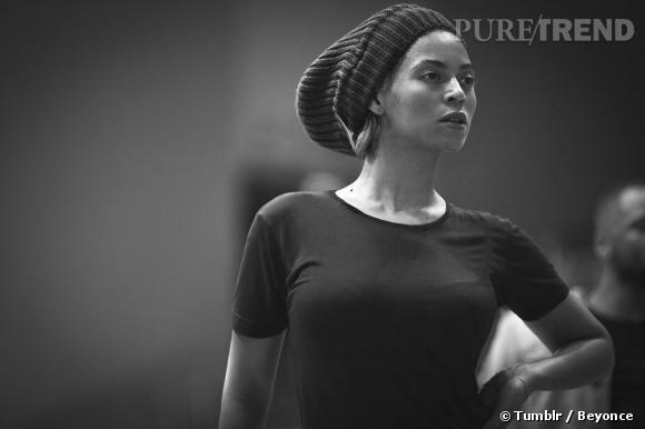No make up et gros bonnet sur les cheveux, au diable le look, Beyonce répète comme une pro.