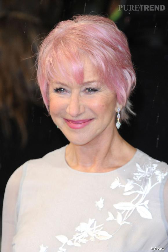 Helen Mirren, les cheveux roses aux BAFTA 2013.