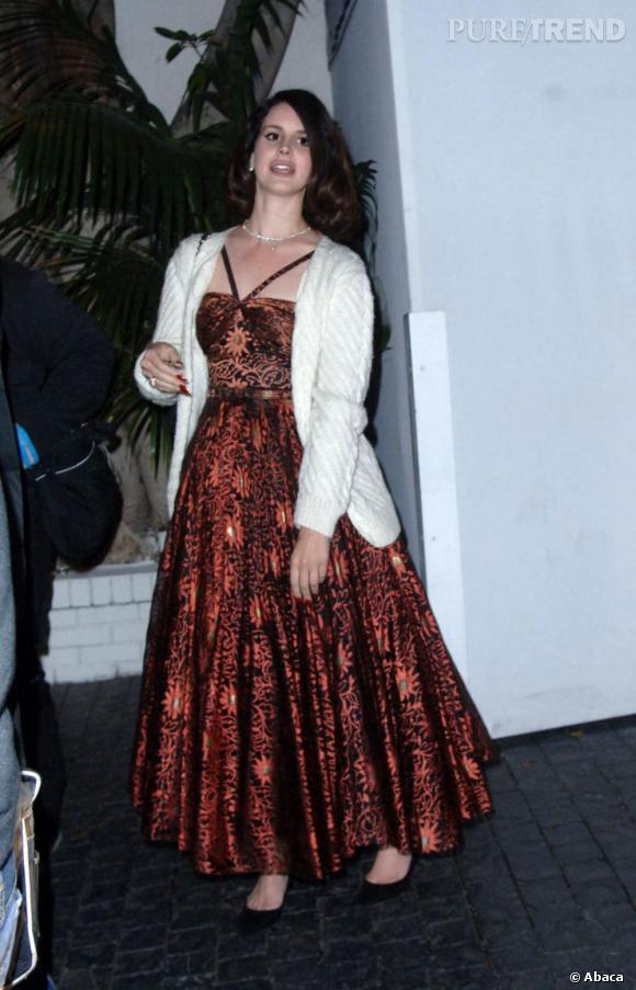 Lana Del Rey sort du Château Marmont vendredi soir, et nous offre un terrible flop mode.