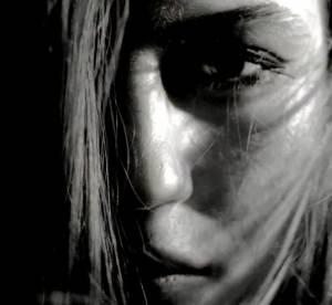 McQ : une vidéo énigmatique et envoûtante pour la nouvelle collection
