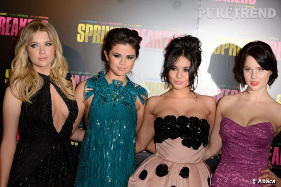 """Ashley Benson, Selena Gomez, Vanessa Hudgens et Rachel Korine à la première de """"Spring Breakers"""" à Paris."""