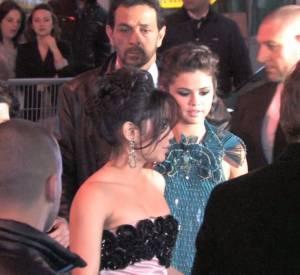"""La vidéo de la première de """"Spring Breakers"""" à Paris avec Ashley Benson, Selena Gomez, Rachel Korine et Vanessa Hudgens."""