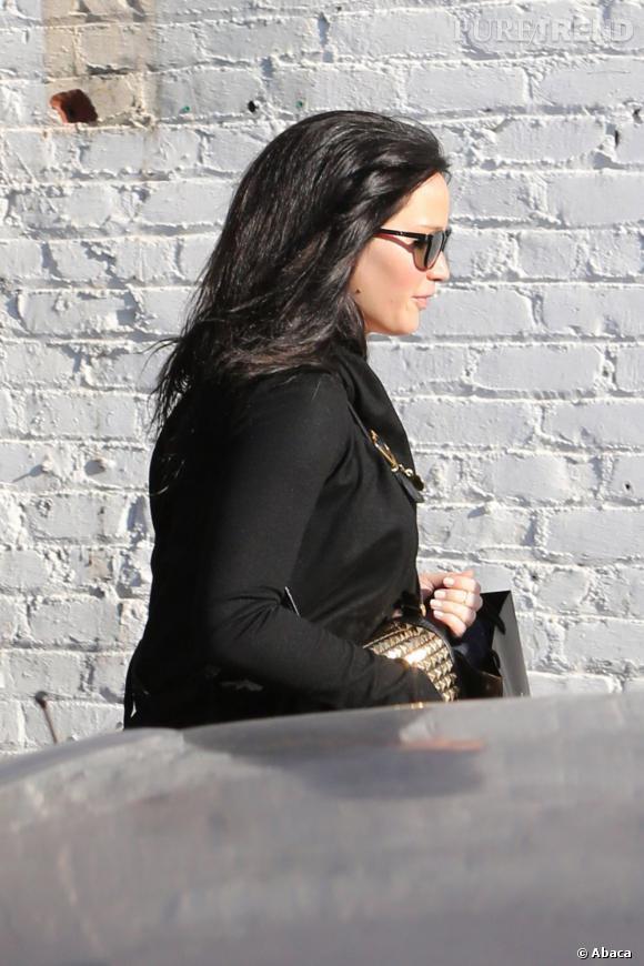 """Jennifer Lawrence a retrouvé la chevelure brune de Katniss Everdeen pour tourner les dernières scènes du 2e volet de la saga """"Hunger Games""""."""