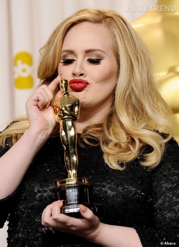 """Adele sur la suite des festivités : """"J'irai peut-être à la soirée Vanity Fair, mais je dois me lever à 6h demain matin. Et en ce moment, un seul verre de champagne et je suis K.O..."""""""