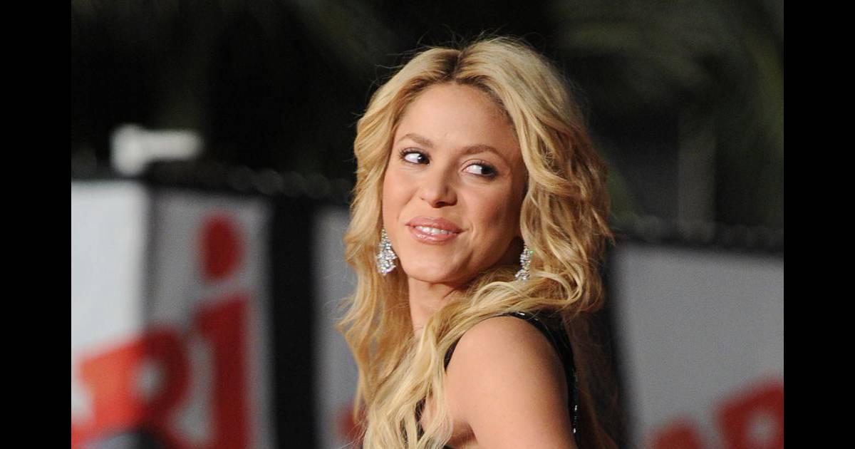 Maman Avec Poursuit ShakiraLa Epopee Parfum Deux Son Jeune Y7gIvf6yb