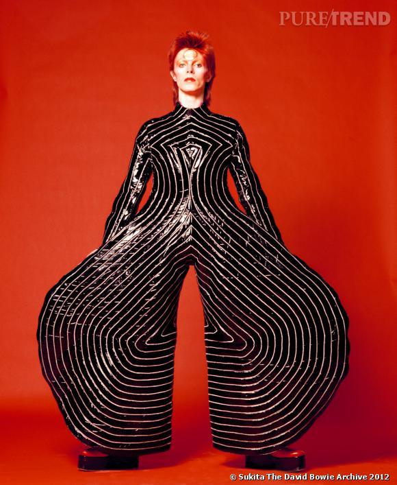 """""""David Bowie Is"""", du 23 mars au 28 juillet 2013 au Victoria & Albert Museum de Londres."""