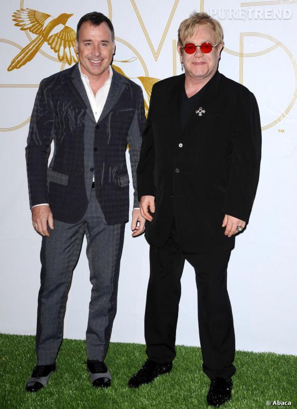 Elton John et David Furnish, combien d'années d'écart ? 15 ans.