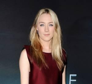 """Saoirse Ronan en total look Lanvin à l'avant-première du film """"Les Âmes Vagabondes"""" à Los Angeles."""