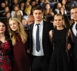 """Stephenie Meyer, Saoirse Ronan, Max Irons, Diane Kruger et Jake Abel à l'avant-première des """"Âmes Vagabondes"""" à Los Angeles."""