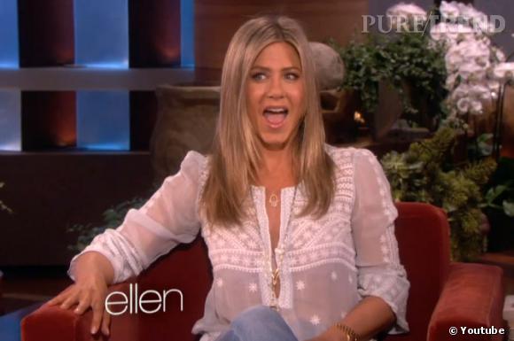 """Face aux cris d'excitation des fans à l'annonce d'un hypothétique retour de """"Friends"""", Jennifer Aniston se contente de rire."""