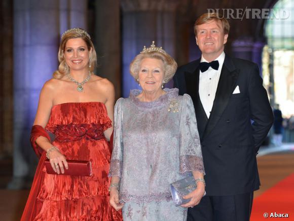 La nouvelle reine Maxima, la Reine Beatrix et le nouveau roi des Pays-Bas lors du dîner organisé lundi 29 avril pour l'abdication de la reine et l'intronisation du Prince Willem Alexander.