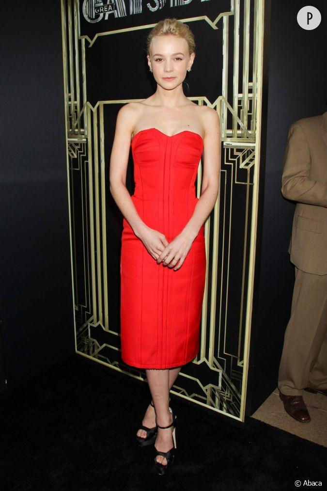 carey mulligan dans une magnifique robe rouge flamboyante pour la premi re de gatsby le. Black Bedroom Furniture Sets. Home Design Ideas