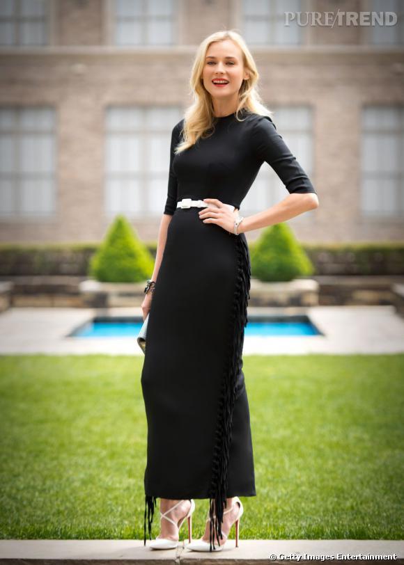 Diane Kruger porte pour l'occasion une robe Alessandra Rich Printemps-Été 2013.