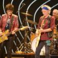 """Ron Wood, Keith Richards et Charlie Watts sur la scène du Staples Center de Los Angeles pour leur tournée mondiale """"The 50 and Counting Tour""""."""