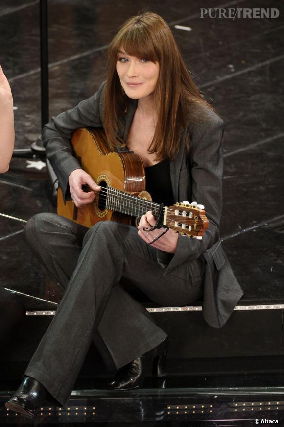 Carla Bruni a renoué avec ses premiers amours avec la chanson d'une part.