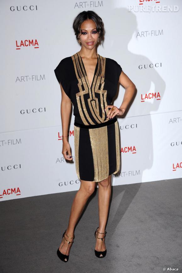 Zoé Saldana porte le style flappers à travers une robe très inspirée Art Déco.