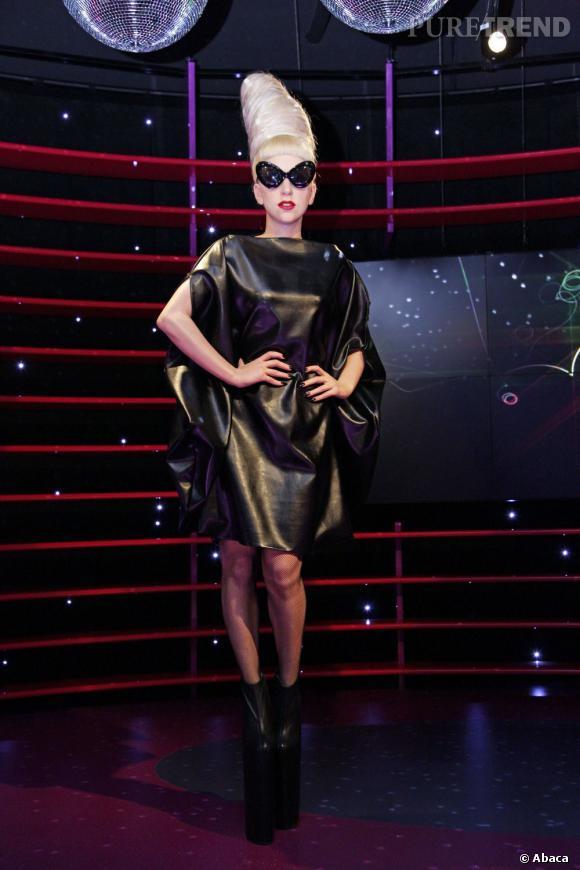 Lady Gaga aperçue à la soirée Versus Versace, est plutôt discrète, mais en compensées quand même, depuis son opération de la hanche.
