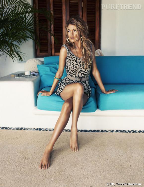 Doutzen Kroes en robe féline pour H&M.