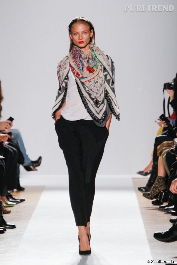 La tendance maxi foulard sur les podiums Printemps-Eté 2013 : défilé Barbara Bui