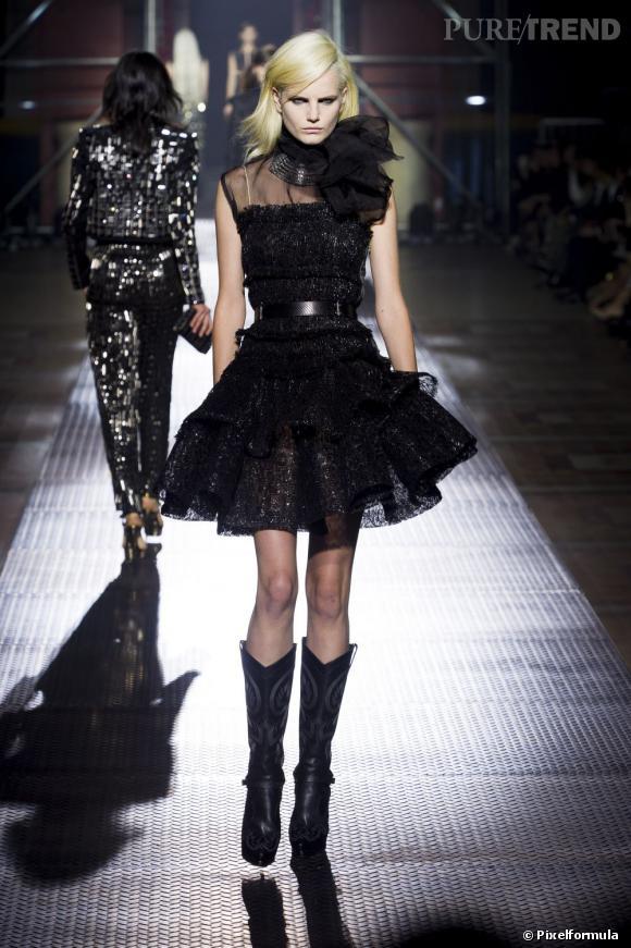 La tendance maxi foulard sur les podiums Printemps-Eté 2013 : défilé Lanvin