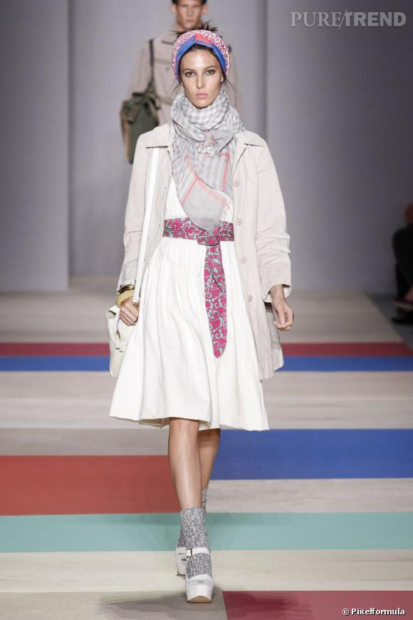 La tendance maxi foulard sur les podiums Printemps-Eté 2013 : défilé Marc by Marc Jacobs