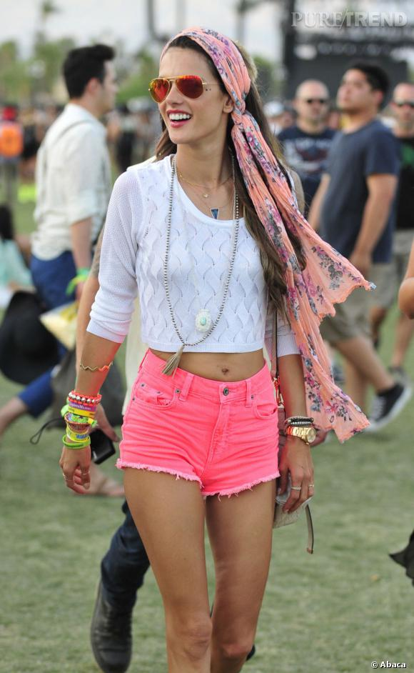 La tendance maxi  foulard  adoptée par les stars : Alessandra Ambrosio