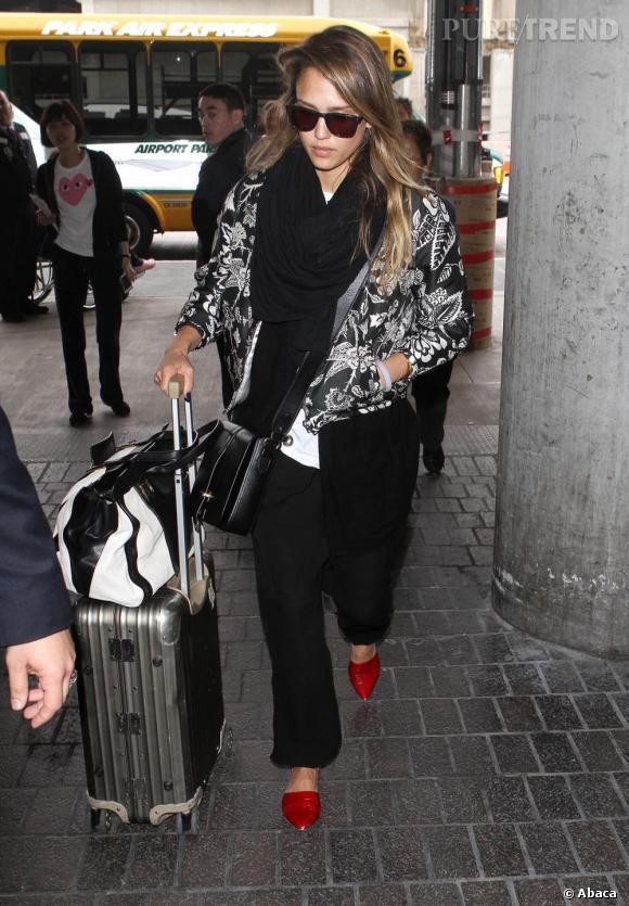 La tendance maxi  foulard  adoptée par les stars : Jessica Alba
