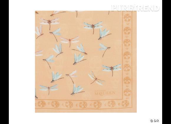 Tendance maxi foulard Printemps-Eté 2013 : le bon shopping Foulard libellule Alexander Mcqueen, 370 €