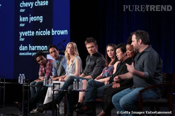 """Dan Harmon et le casting de """"Community"""" en janvier 2011 lors d'une tournée promotionnelle NBC."""