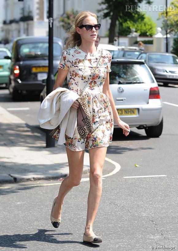 Poppy Delevingne la parfaite petite robe estivale dans les rues de Londres.