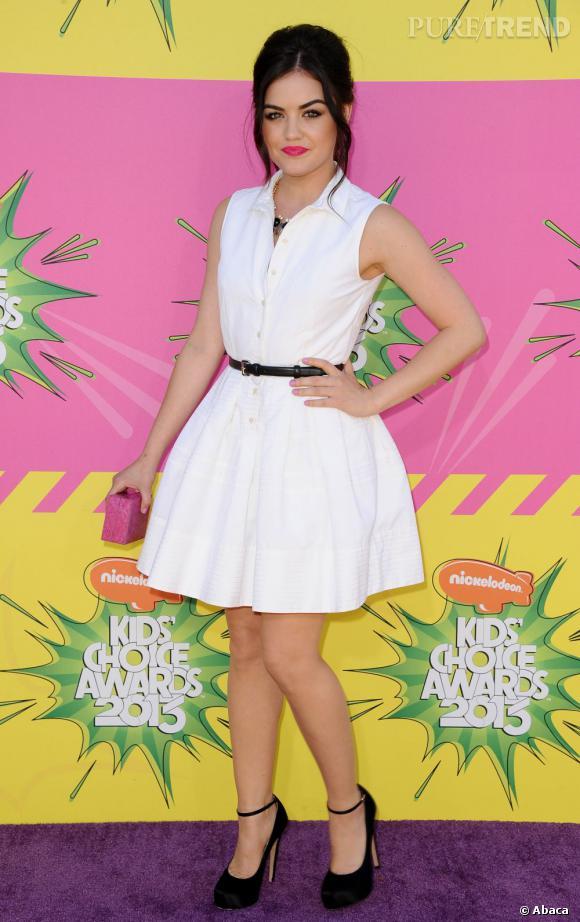 Lucy Hale, jolie brune pétillante, est connue pour ses tenues très girly.