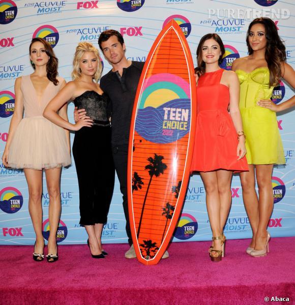 """Le casting de """"Pretty Little Liars"""" obtient un prix lors des Teen Choice Awards."""
