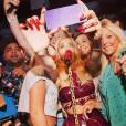 Rita Ora prête à tout pour faire plaisir à ses fans.