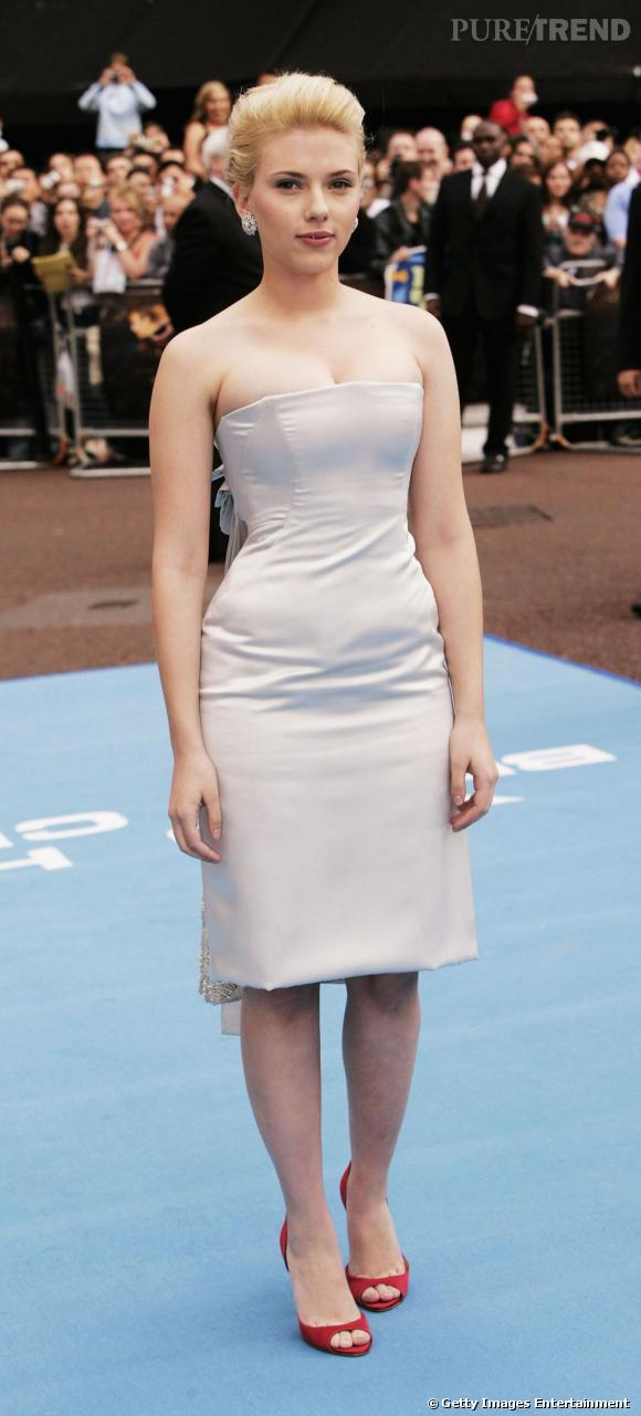 Scarlett Johansson : Une robe bustier nude qui suggère bien des choses...