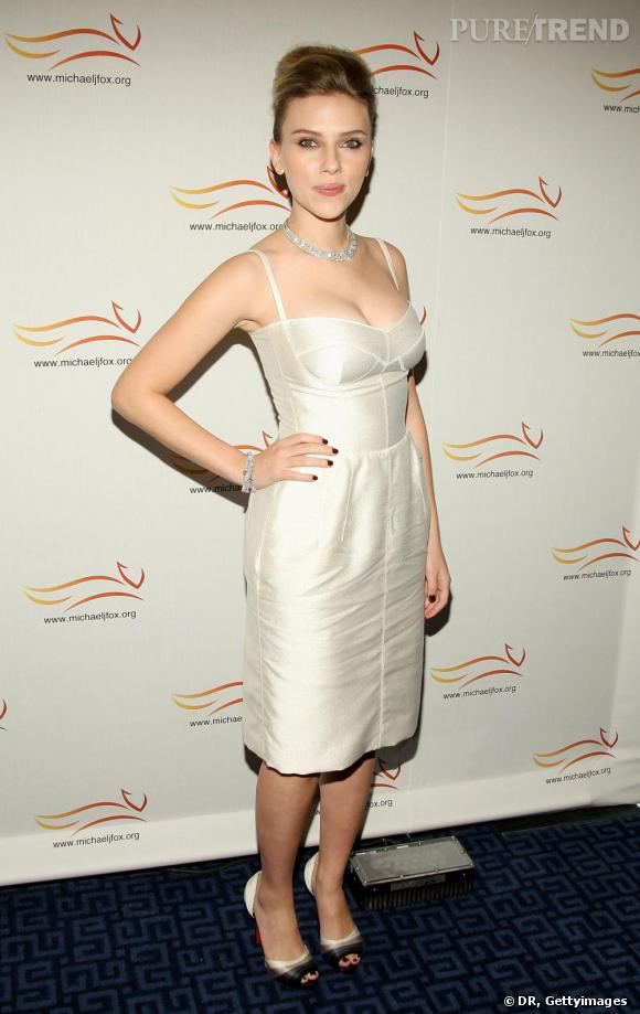 Scarlett Johansson, virginale et lumineuse.