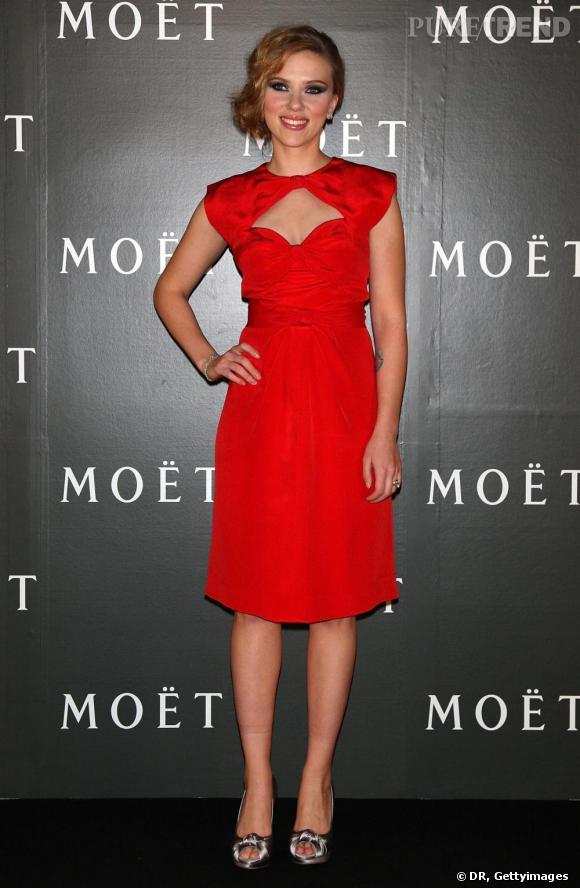 Scarlett Johansson : une allure de biche et un décolleté qui embrase tous les coeurs