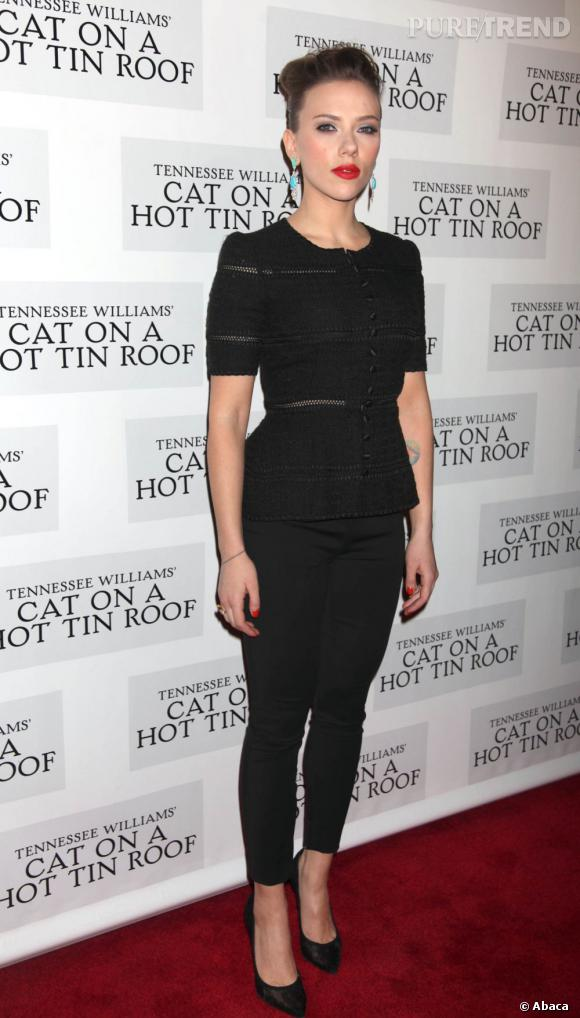 """Scarlett Johansson, une silhouette délicate et amincie à la première de """"Une chatte sur un toit brûlant""""."""