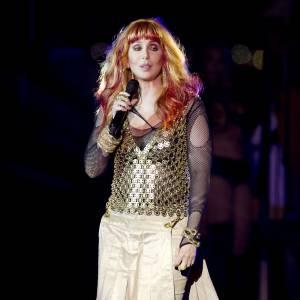 Une apparition qui pique les yeux pour la chanteuse Cher.