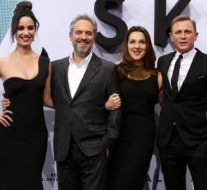 "Berenice Marlohe, Sam Mendes, Barbara Broccoli et Daniel Craig à l'avant-première de ""Skyfall"" à Berlin."