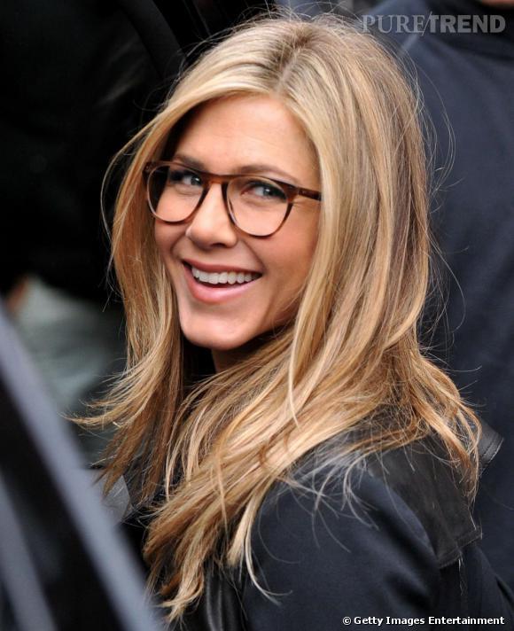 Extrêmement Le top lunettes : Jennifer Aniston a tout bon, de la couleur jusqu  QP24