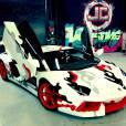 Chris Brown a fait customiser sa Lamborghini avec un camouflage de sneakers Nike.