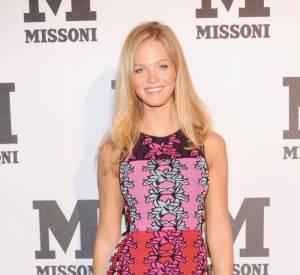 Erin Heatherton tire son épingle du jeu en robe Missoni.