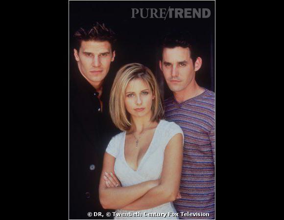 Buffy contre les vampires aux côtés d'Angel (à gauche) et Alex.