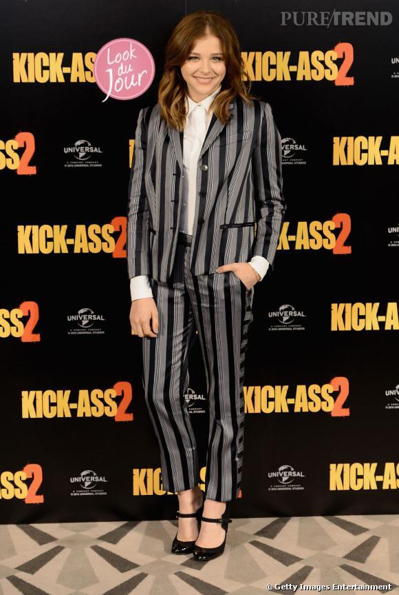 """Chloë Moretz mise sur un ensemble rayé pour la promotion de """"Kick-Ass 2"""" à Londres."""