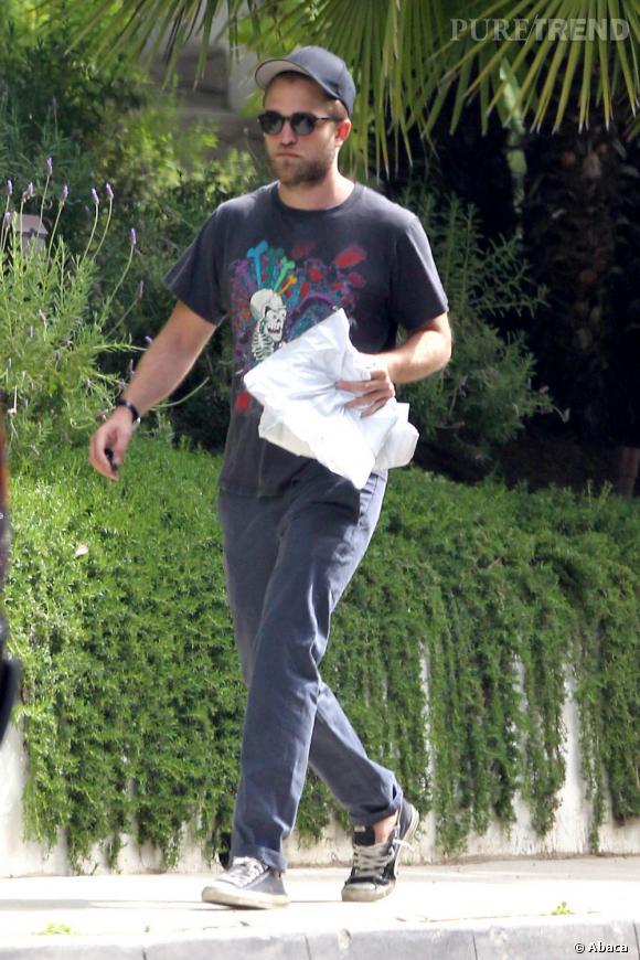 Robert Pattinson s'est rendu dimanche chez Kristen Stewart pour des explications (ici, une photo qui date d'il y a quelques mois).