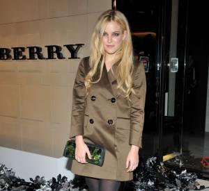 Riley Keough malgré ses airs de Kristen Stewart en blonde n'est pas la petite-amie de Robert Pattinson.