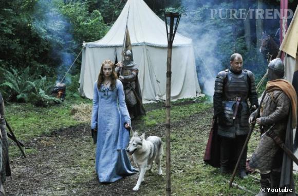 """Sansa Stark et son chien-loup, Lady, inséparables dans la première saison de """"Game of Thrones""""."""