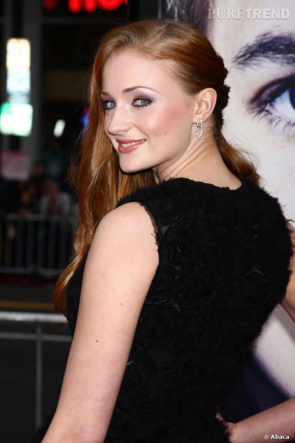 """Sophie Turner, jolie rousse de 17 ans, joue le rôle de Sansa Stark dans """"Game of Thrones""""."""