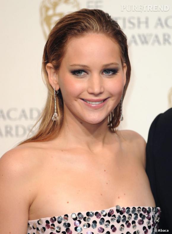 Jennifer Lawrence divine avec sonn wet look.